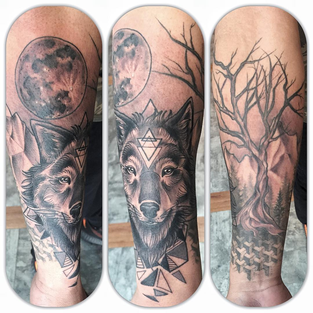 Wolf blackwork tattoo